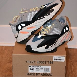 Yeezy 700 wave runner deadstock